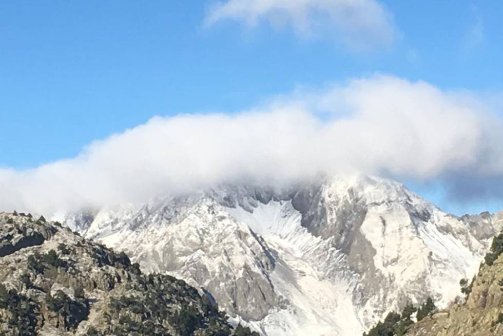 El otoño deja las primeras nieves en el Pirineo aragonés